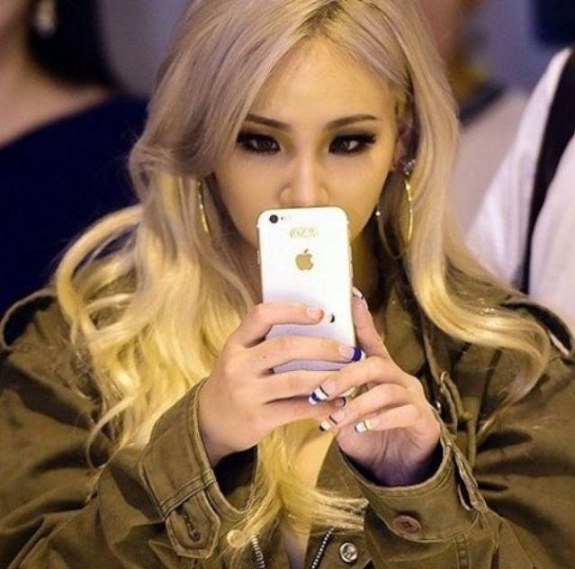 Cl Mirror Selfie Cl Leechaerin Chaelin Kpop Rapper Asian Blonde Makeup Fashion Celebrity 2ne1 Cl 2ne1 Lee Chaerin