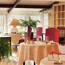 Dans cette auberge, le talent du chef et les saisons rythment la créativité des recettes. #Gastronomie #ArtDeVivre #dampierre #restaurant #Yvelines