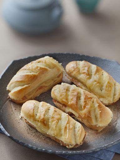 Petits pains briochés au saumon et au fromage - Recette de cuisine Marmiton : une recette