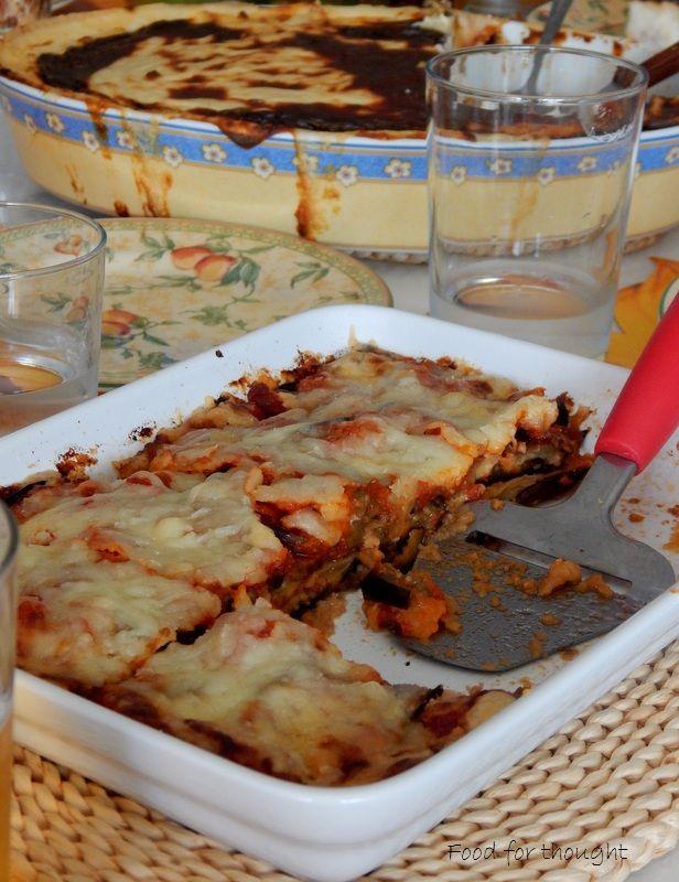 Μελιτζάνες με τυριά στο φούρνο. Σουφλέ με πράσο και μετσοβόνε.  Οι συνταγές στο αρχείο του μπλογκ.  http://laxtaristessyntages.blogspot.gr/