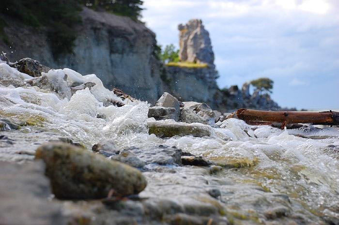 ...Jungfrun. Gotlands största rauk. Fast här ligger ju iofs mest fokus på vattenfallet.