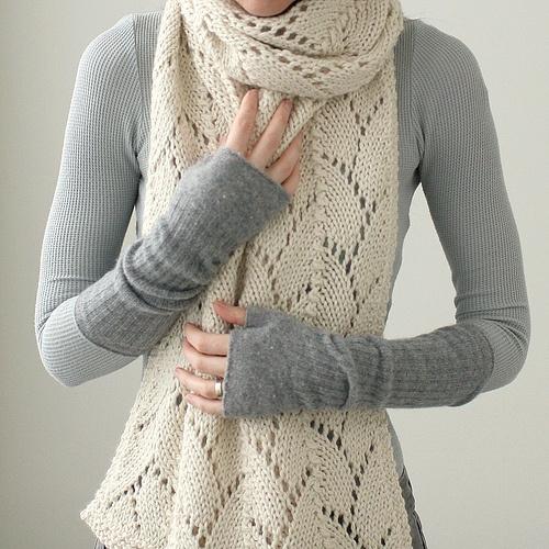 Oversize Haven (Kim Hargreaves pattern) in chunky alpaca wool.  Nice grey wristwarmers, too.