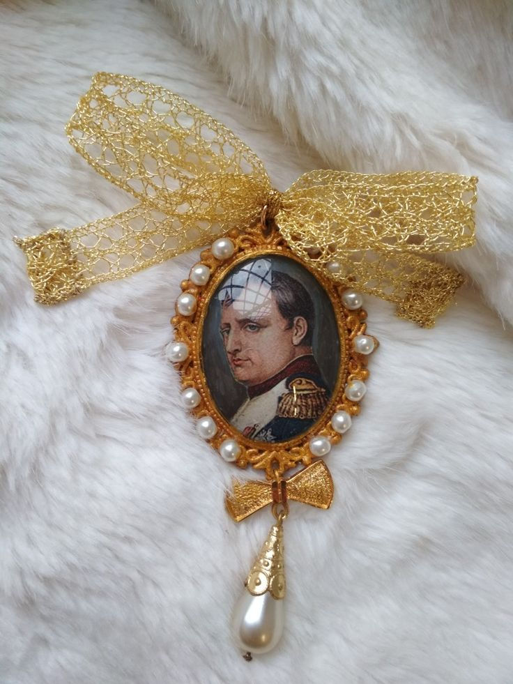 Medallion brooch with painted portrait miniature of the Emperor Napoleon I.
