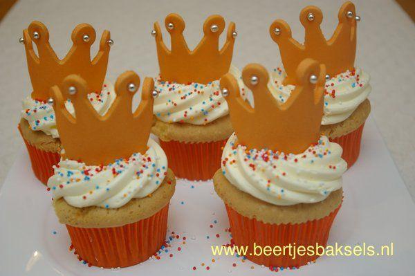 Koninginnedag cupcakes met kroontje | Taart Inspiratie