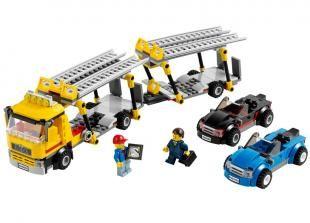 Livreaza noile masini stralucitoare la agentiile de distributie LEGO© City cu uluitorul transportor de autovehicule! Decupleaza remorca coboara rampele si descarca splendidele masini sport...