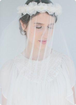 Gorgeous silkflower headband Anna and veil Rosalie - bellejulie.de