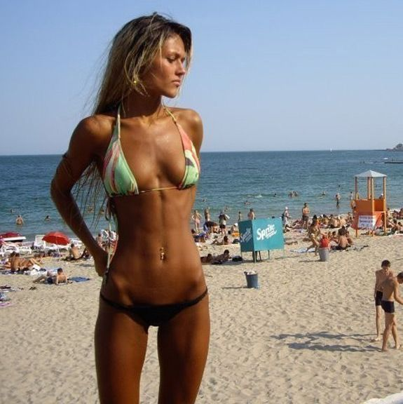 Daily ABspiration: Hot Chicks With Hot Abs - The beach, a ...
