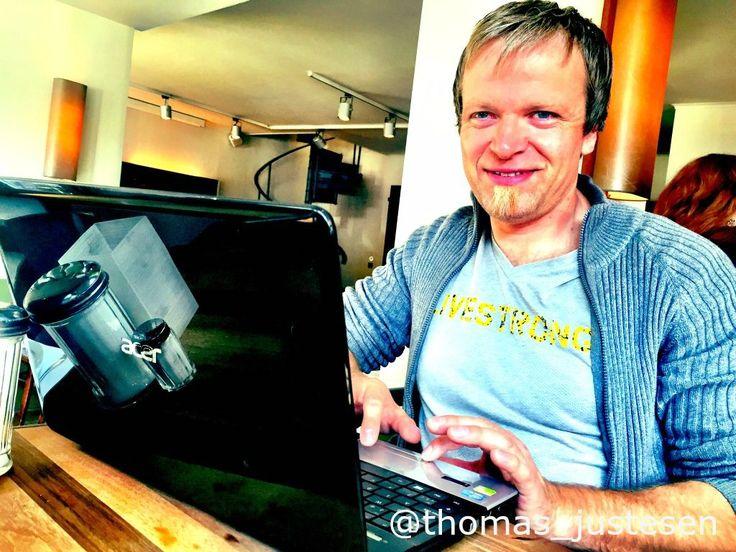 Jeg elsker The Laptop Lifestyle og det er fantastisk at rejse og arbejde fra en Cafe i Hamborg! :) #frihed #friheden #billede #billeder #billedet #rejse #rejser #rejseliv #rejseblog #rejsefeber #rejsetips #hamborg #hamborg2015 #tyskland #tysklandstur #tyskland2015 #arbejde #forretningsrejse