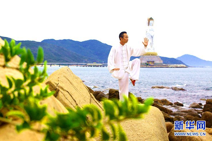 """#TaichiSpecial: When Traditional Taichi Meets Vibrant Sanya (Part 2) Whether you are 6 or 90 years old, you can still be energetic with a #Taichi #lifestyle! During the award ceremony of the 1st #Sanya Nanshan World TaiChi Culture Festival in April of 2016, Taichi master Xu Yizhong aged 94 and a group of young disciples (6-9 years old) practiced Taichi together.  """"Health and Longevity, Life and Wisdom""""-Let's live a healthy life! Photo from 新华网 #Whererefreshingbegins #China #Culture #Travel"""