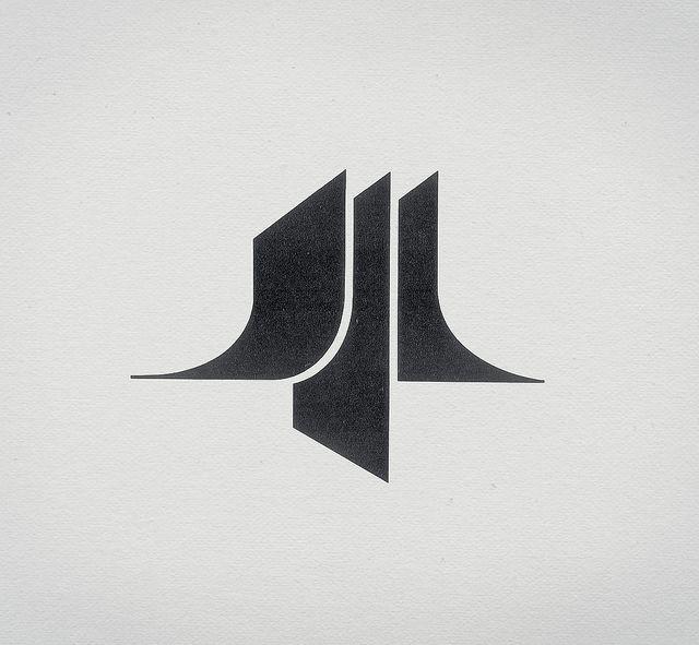 單純的立體形式,轉換為平面。對稱、扎實。