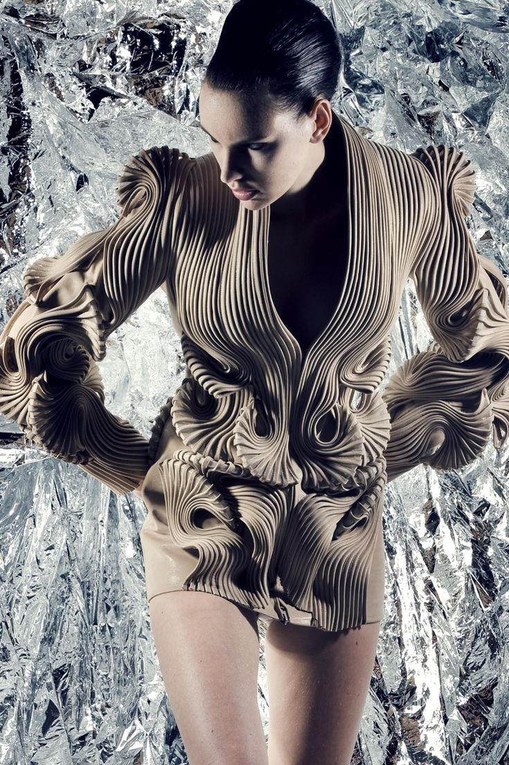 Haute couture iris van herpen radiation invasion for Haute couture requirements