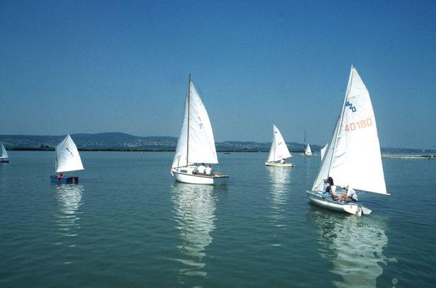 vitorlások velencei-tó