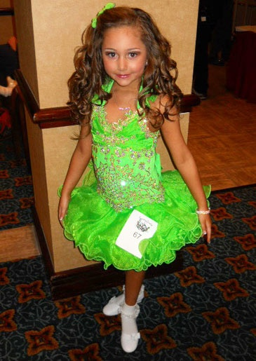 Toddlers And Tiaras A Show Of Little Girls Who Wear Too