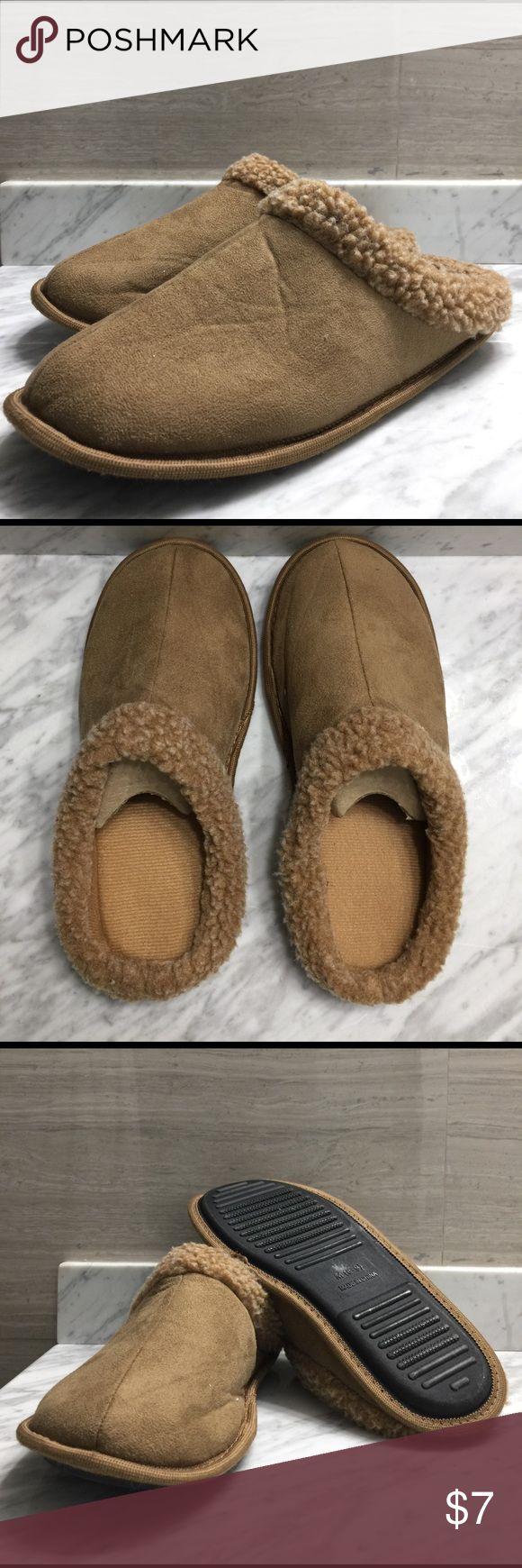 Men's Slippers Tan Men's bedroom slippers size 8-9. Worn a few times. Shoes Sandals & Flip-Flops