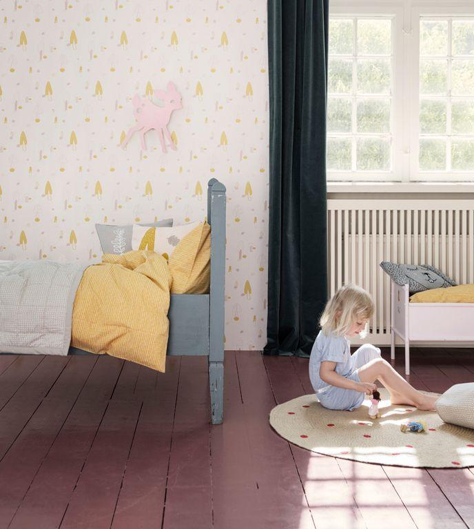 Okerkleurige dekbed en roze lamp aan de muur - bekijk en koop de producten van dit beeld op shopinstijl.nl