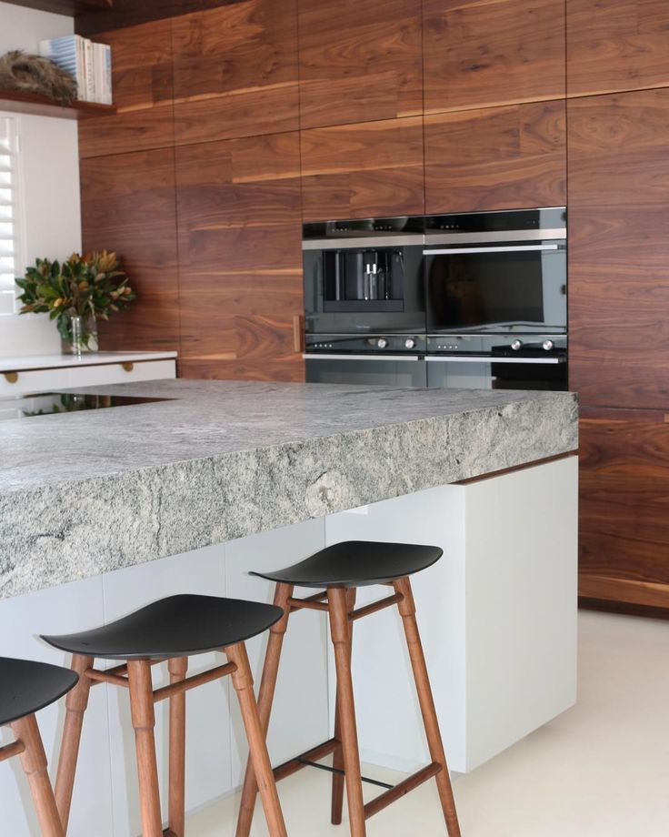 @thedesignory presents. #AyanaHouse  #hometours with @caesarstoneau  High End | Light-filled haven | Bespoke Elements #clicklinkinbio #caesarstone #caesarstoneau #purewhite #thedesignory #thedesignhunter