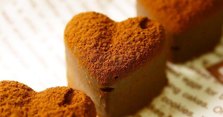 湯煎なし!レンチン1分半で、とろとろ~♪ 可愛い型に入れて冷やせば、簡単にステキな生チョコの出来上がり♡プレゼントに。