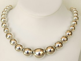 Silver Ball Necklet Graduated