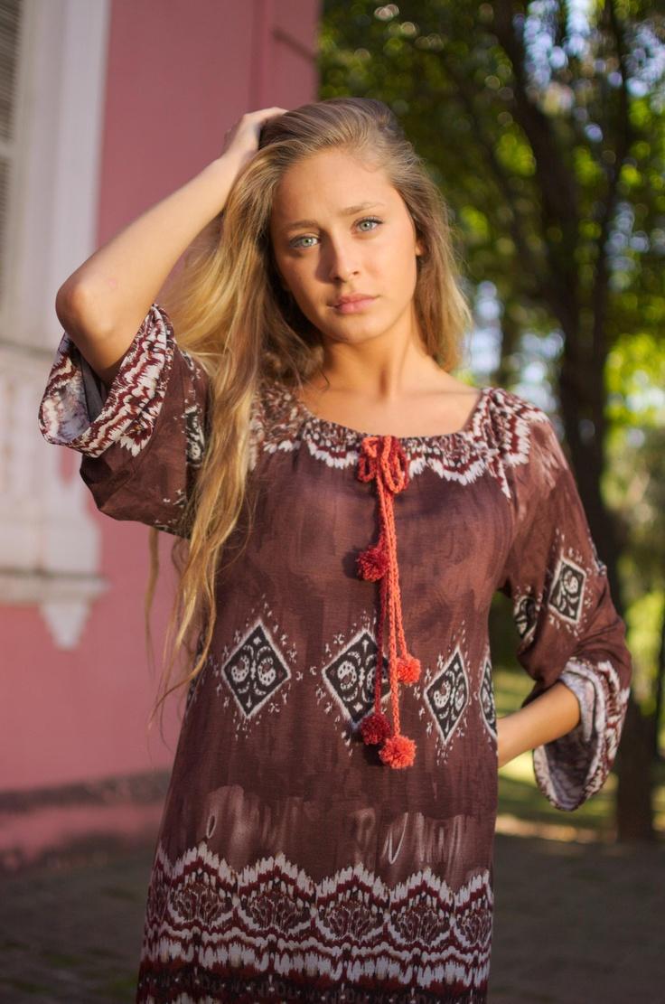 -Maxi vestido Hindú con lazo de pompones tejidos