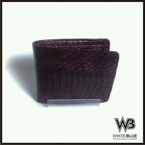 Genuine snake skin leather of men wallet  Www.jualtaskulit.com +6285642717764  #wallet #leatherctaft #leatherwallet #menwallet #dompetpria #dompetkulit #dompetular
