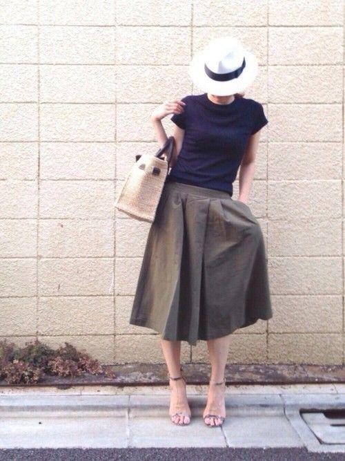 ユニクロのTシャツ・カットソー「WOMEN リブクルーネックT(半袖)」を使ったLUMIEのコーディネートです。WEARはモデル・俳優・ショップスタッフなどの着こなしをチェックできるファッションコーディネートサイトです。