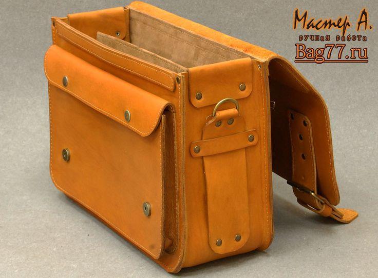 вместительный коричневый кожаный портфель