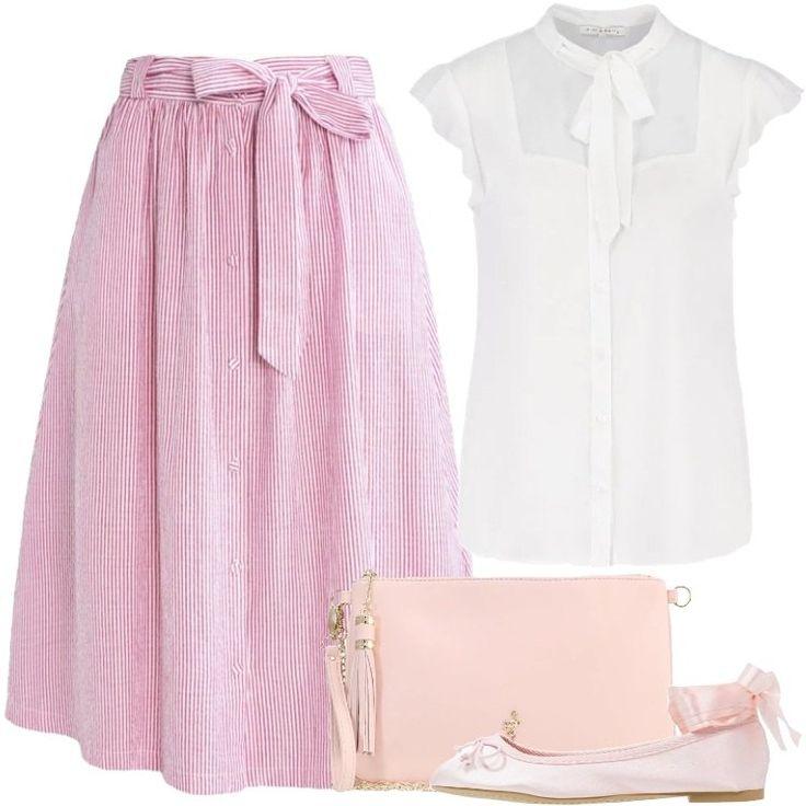 L'outfit è composto da una gonna a campana, una camicetta bianca con colletto alla coreana, una pochette rosa in fintapelle e da un paio di ballerine.
