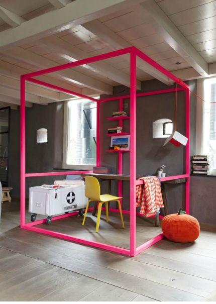 Wohnen heisst auch Abgrenzung. So sind Wohnideen, die einen Raum innerhalb des Raums schaffen, interessante Lösungen– sowohl für grosse als auch für