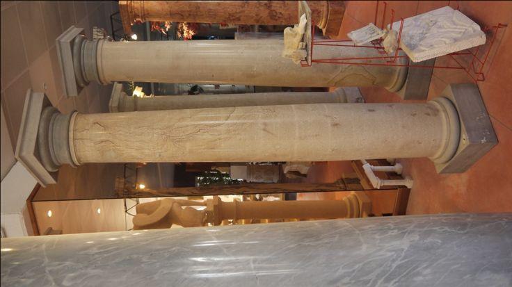 Colonne in pietra - http://test.achillegrassi.com/project/colonne-stile-dorico-in-pietra-dorata-di-grosseto/ - Colonne stile dorico in Pietra Dorata di Grosseto Dimensioni:  250cm x 40cm x 40cm Ø 30cm
