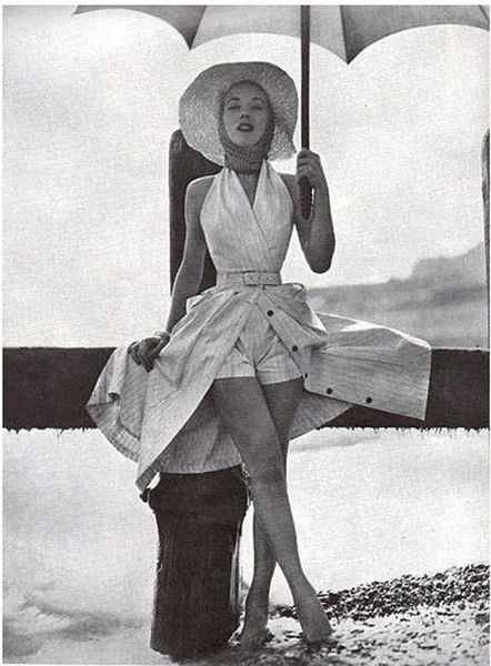 Glam Beach Skorts - Fabulous Photos of '50s Beachwear - öppen klänning med korta shorts, inspo