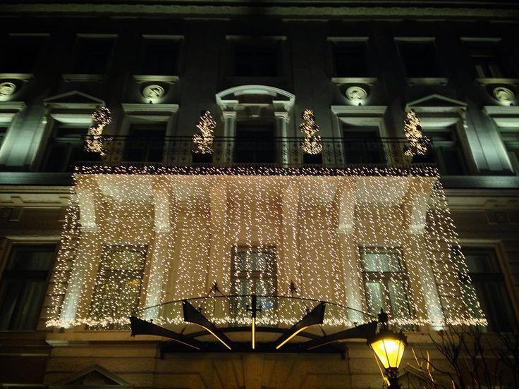 Christmas light everywhere 🌟💡 #budapest #lights #christmaslights #ariahotel #ariahotelbudapest #city #walking #night #love