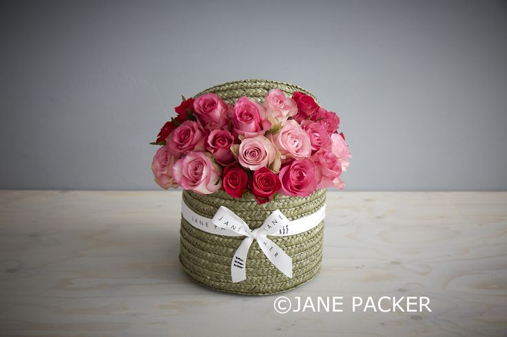 A new member of the Original Jane Packer Hatbox family, this charming green tea toned hatbox is filled to the brim with a variety of pretty pink roses