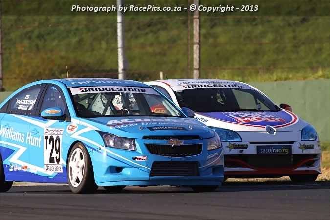 Bridgestone Production Cars with the Williams Hunt Chevy Cruze in action