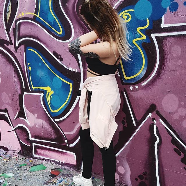 fargar på feeden :o    #colors #graffiti #streetart #purple #blue #ootd #girl #fashion #city #citylife #tattoo #mandala #photoshoot #instagood #instadayly #pictureoftheday #feedspo