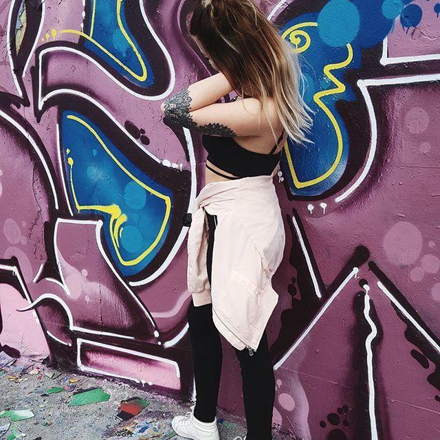 fargar på feeden :o    #colors #graffiti #streetart #purple #blue #ootd #girl #fashion #city #citylife #tattoo #mandala #photoshoot #instagood #instadayly #pictureoftheday #feedspo