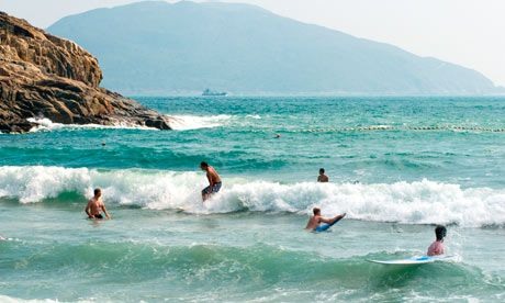 Yes, you can go to the beach in #HongKong. Here is a list of 10. Pictured is Big Wave Bay, the only recognized surfing beach.