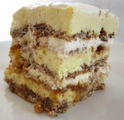 Un dulce excelent, mai ales dupa o noapte de odihna in frigider. :) Ingrediente 8-10 albusuri+ 8-10 linguri de zahar+ 1lingura de faina + 6...