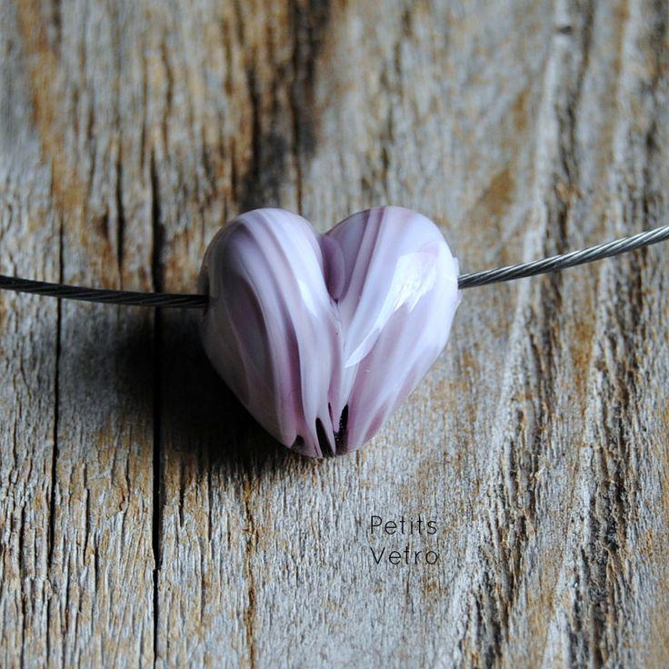 Rose Variegated Heart: collarino con cuore in vetro di murano rosa variegato di LampworkAndMore su Etsy