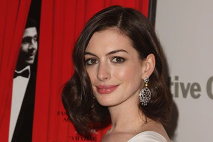 Anne Hathaway, Bridal Hair Pictures and How-Tos