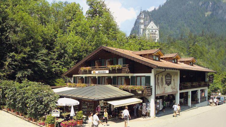 Das Hotel #Alpenstuben mit seinen Gästezimmern und dem Restaurant bietet Ihnen ein komfortables und gemütliches Ambiente. Alle Zimmer neu renoviert und im #bayrischen Stil ausgestattet.  http://www.alpenstuben.de/de/