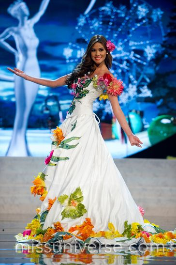 Miss Universe 2012 National Costumes:  El Salvador (Note:  The basic shapes and layers, not the fabric or color choices)