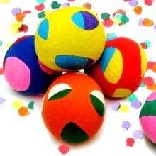 Besoin d'une balle…pour le jonglage,…pour passer ses nerfs,…pour se relaxer,…pour jouer au chamboule-tout avec les enfants… Alors voici un petit DIY simple et rapide pour créer des petites balles remplies de grains de riz ou de farine, emballées de jolis ballons de baudruche colorés.