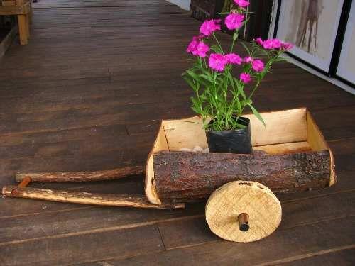 Carretas y carretillas r sticas en madera reciclaje for Carretas de madera para jardin
