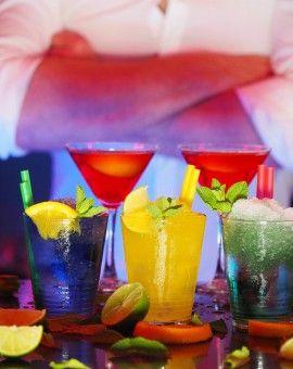 Vous adorez voyager et aimez les cocktails ? Ça tombe bien, nous aussi ! Venez vous initier à l'art de la mixologie avec d'autres globetrotters. Et qui sait, peut-être rencontrerez-vous votre prochain compagnon de voyage ?!