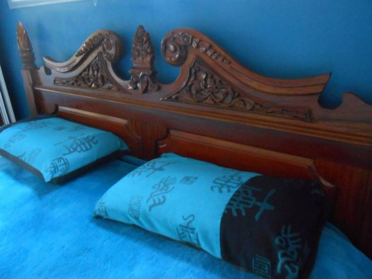 Huge King Size Four Poster Bed Fame Is Dismantled In Photos And Has Been  Kept Under The Bed Sorry Very Dusty In Pics Beautiful Carved Heavy Timber  Bedhead .