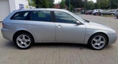 Alfa Romeo 156 1.9 J  Alfa Romeo 156 1.9 JTDm-jet 16v 110 kWr.v. 2005najeto 235.000 kmVIN:ZAR93200000288044Výbava:Digitální dvouzónová klimatizace, ABS, ASR, servo, 6x airbag, multifunkční volant, palubní PC, alu kola Zender 17´´, imobilizér, rádio na CD, venkovní teploměr, 4x el. ovládání oken, centrální  https://bazar.mail.cz/auto/osobni-auta/alfa-romeo/alfa-romeo-156-1-9-jtd-110-kw-sportwagon-2005_i469