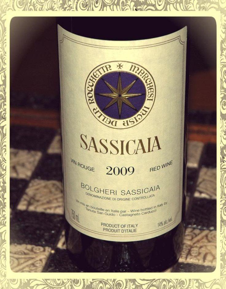 """Eccellenza Toscana Il Sassicaia è """"supertuscan"""" che si presenta con un colore rubino intenso, concentrato e profondo.Il profumo è complesso con sentori di frutti rossi e molto elegante.Il sapore è potente, concentrato,  Decisamente lunga la persistenza, con uno spessore organolettico di grande importanza e con un corredo polifenolico che assicurano a questo vino una straordinaria longevità. Temperatura di servizio:18°"""
