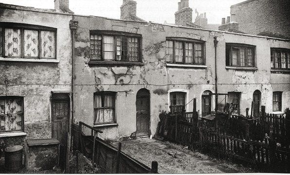 Early nineteenth-century weavers' workhomes | Crossland Square, Bethnal Green, London | Photograph 1954 |