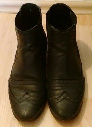 Kaufe meinen Artikel bei #Kleiderkreisel http://www.kleiderkreisel.de/damenschuhe/stiefeletten/144655272-schwarze-lederstiefeletten-mit-budapester-muster