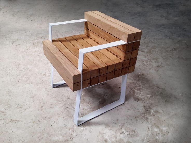 """Sébastien Mazzoni, artisan ébéniste basé dans le sud de la France, passé par les compagnons du devoir, nous présente Chaiss, un """"petit"""" fauteuil."""